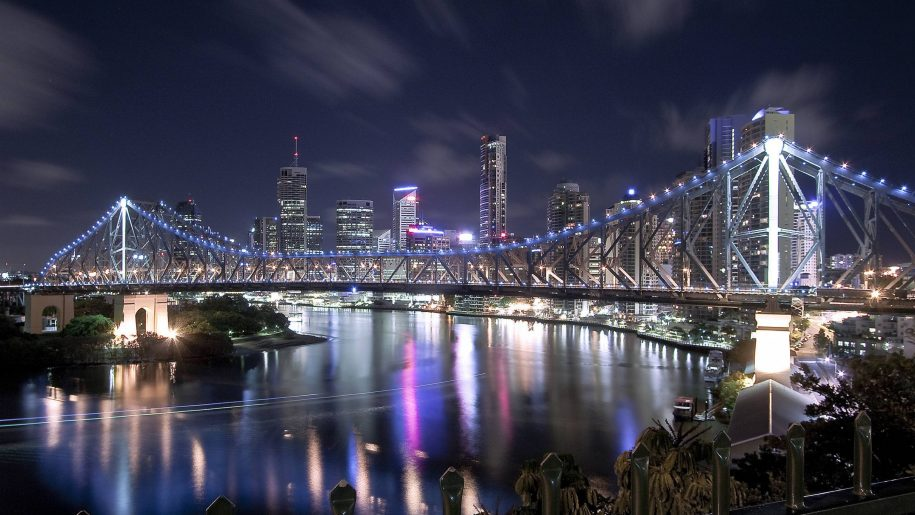 Story-Bridge-City-Queensland-to-over-the-night-Australia-Desktop-Wallpaper-HD-2880x1800-915x515