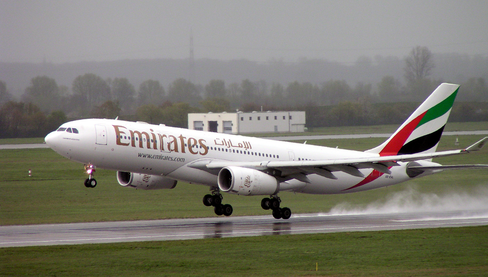 Emirates_A6-EAL